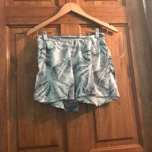 Tropical black and white shorts